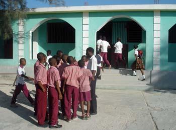 La section secondaire de l'école St Alphonse dans le bidonville de Cité Soleil en Haïti.