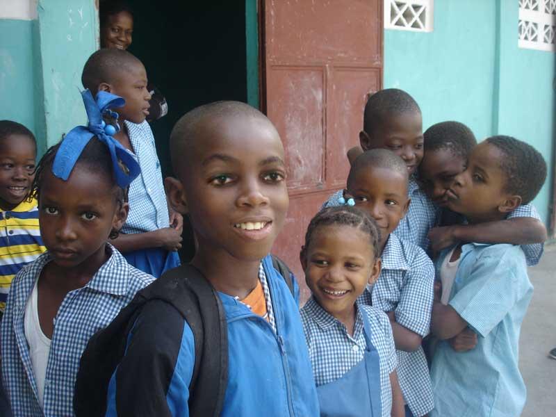 Ecoliers de St Alphonse de Fourgy en Haïti