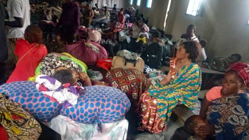 Familles de Goma réfugiées dans le centre APROJED de Mugunga