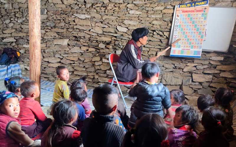 Une classe de la Siddhartha Kula School à Thing Kyu dans le Haut Dolpo au Népal