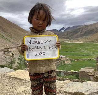 Jeune éleve de l'école maternelle Ghang Teiga dans le Haut Dolpo au Népal