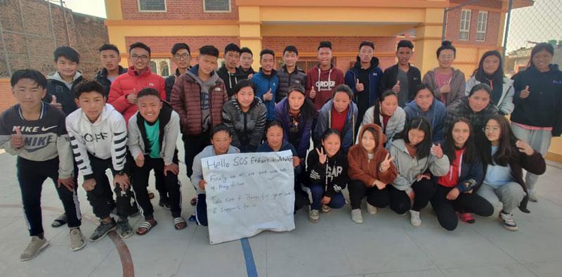 Les collégiens et lycéens du Haut Dolpo venus étudier ans une école pour enfants tibétains à Katmandou