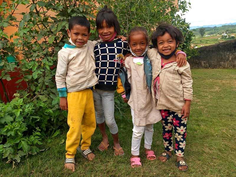 Enfants malgaches scolarisés à l'école du Centre Akany Aina à Ambatolampy